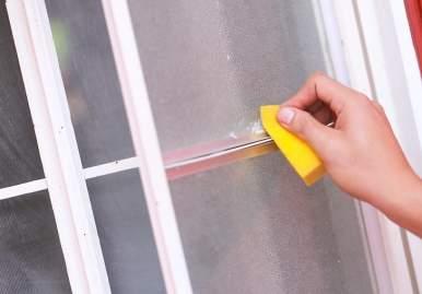 Как можно очистить скотч от пластикового окна: обзор эффективных средств в Магнитогорске